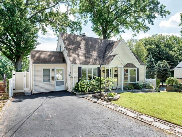 3 BR,  2.00 BTH   style home in Emerson